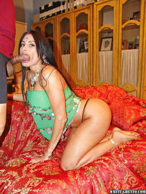 Bootylicious indian slut gets her asshole drilled hardcore a