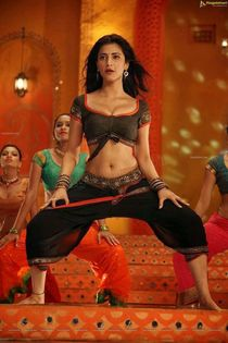 Girls Photo Stills: Actress Shruthi Hassan sexy Song dance s