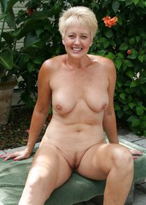 Naked mature milf pics - Adult gallery