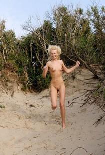 Slim girlfriend nude on the beach