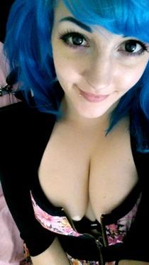 Gorgeous emo-girl.