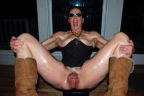 Abnormally large vagina, amateur photo