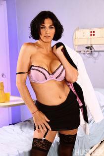 Mature porn pics of Hustler This Aint Nurse Jackie XXX Roxa