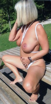 Horny mature woman exposing their round butts and big milk juggs