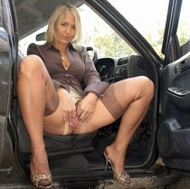 AlaNylons presents european MILF, who does wee-wee in public.