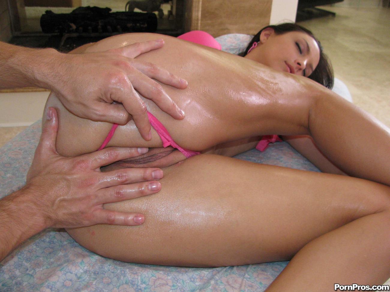 Naked Massage For Japanese Pussy